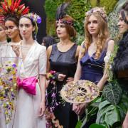 Le modelle in passerella indossa gli abiti creati dai giovani talenti stilisti di IFDA